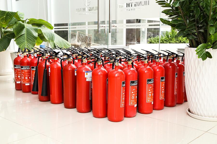 Bình chữa cháy CO2 đã được tập kết đầy đủ để chuẩn bị trao tặng cho cư dân